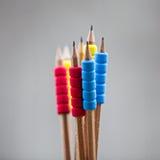Rząd kolorów ołówki na popielatym tle studio Zdjęcie Stock