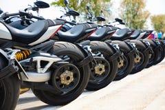 Rząd motocykle na test przejażdżce obrazy stock