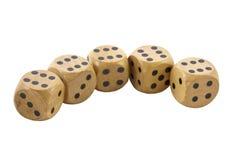 Rząd Pięć Drewnianych kostka do gry Pokazuje Sixes Obrazy Royalty Free