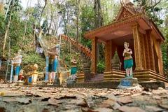 Rząd pomarańczowa Buddha statua, Sambok pagoda zdjęcia stock