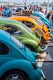 Rząd VW ścigi klasyczni pojazdy Zdjęcie Royalty Free
