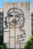 Rządowy budynek w Hawańskim z sławnym Che Guevara wizerunkiem obrazy stock