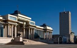 Rządowy pałac i Najważniejszy hotel przy Ulaanbaata w Mongolia fotografia stock