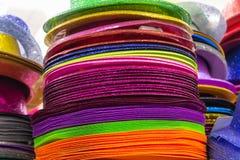 Rzędy barwiący słomiani Panama kapelusze obraz royalty free