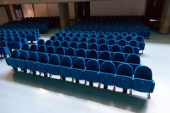 Rzędy ble koloru theatre krzesła Obrazy Royalty Free