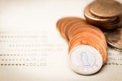 Rzędy jen monety na obrachunkowej książce dla finansowego i biznesowego pojęcia Obraz Stock