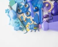 Rzędy kolorowi tęczy zabawki niedźwiedzie Bardzo wiele dzieciak zabawek tęczy kolor Dzieciak zabawek rama na białym tle Odgórny w Zdjęcia Stock