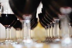 Rzędy wine szkła w rzędzie Zdjęcie Stock