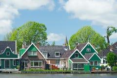 Rzędów domy w typowej Holenderskiej wiosce Obraz Stock