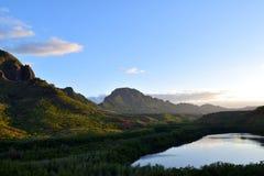 Rząd Majestatyczne Tropikalne góry przy zmierzchem w Kauai Hawaje Fotografia Royalty Free