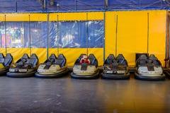 Rząd rekordowi samochody przy funfair Fotografia Royalty Free