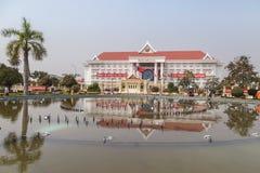 Rzędu centralnego budynek biurowy Laos ` s demokratycznej republiki PDR w Vientiane ludzie, Laos Obraz Stock