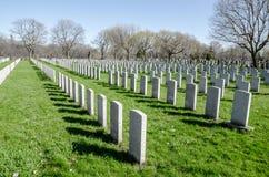 Rzędy anonimowi militarni headstones Zdjęcie Stock