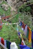 Rzędy Buddyjskie Modlitewne flaga na wzgórzu Zdjęcia Stock
