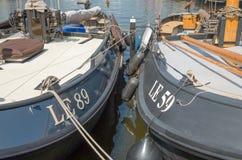 Rzędy luksusowi jachty przy marina dokiem Obrazy Stock