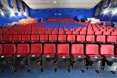 Rzędy siedzenia w audytorium w Neva kinie Fotografia Stock
