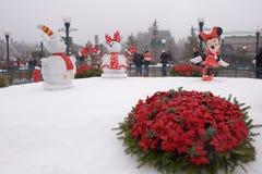 Rzadcy goście chodzą w Disneyland Paryż w ciężkim śniegu Obraz Stock