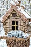 Rzeźba buda w zima parku obrazy stock