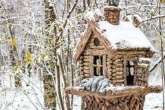 Rzeźba buda w zima parku fotografia royalty free