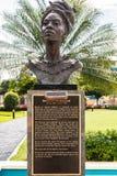 Rzeźby, statuy żeński Jamajski bohater narodowy/, niania ono Wałkoni się zdjęcia royalty free