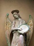 Rzeźba anioł z tambourine. Chiusi zdjęcia royalty free