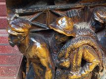 Rzeźba, Dali muzeum, Figueres Małe Brązowe statuy robociarzi Fotografia Stock