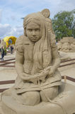 Rzeźba dziecko bawić się wideo grę w piasek rzeźby festiwalu w Lappeenranta Obrazy Stock