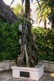 Rzeźba Melodia Arman w świętego Martin ogródzie w Monaco fotografia stock