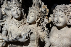Rzeźba Mityczni bohaterzy i Budha fotografia stock
