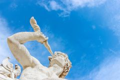 Rzeźba przy longchamp pałac fotografia royalty free