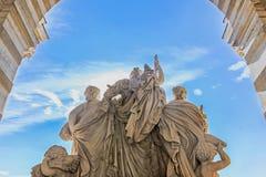 Rzeźba przy longchamp pałac zdjęcia royalty free