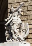 Rzeźba przy operą i Baletniczy teatr w Odessa fotografia stock
