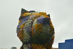 Rzeźba Puppi Pakujący Z kwiatami I Kolorowy Jest W wejściu Guggenheim muzeum Swój twórca Był Jeff Coons Sztuki mostownica obraz royalty free