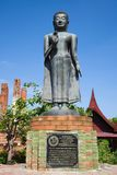 Rzeźba trwanie Buddha zakończenie Wat Tummickarat Fotografia Royalty Free