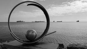 Rzeźba w Molos parku przy deptak aleją w Limassol, Cypr obraz royalty free
