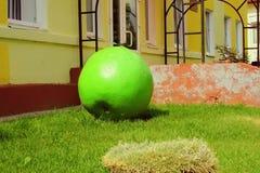 Rzeźba zielony Apple obraz royalty free