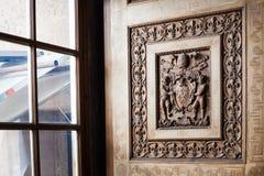 Rzeźbiąca drewniana żaluzja w sala Watykański muzeum fotografia royalty free