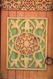 Rzeźbiąca drewniana brama zdjęcia royalty free