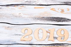 Rzeźbiąca drewniana liczba 2019 i kopii przestrzeń Zdjęcia Royalty Free