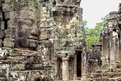 Rzeźbiąca kamienna twarz antyczna buddyjska świątynia Bayon w Angkor Wat kompleksie, Kambodża Kambodżański miejsce interes Fotografia Royalty Free