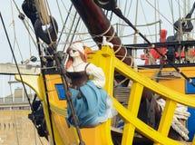 Rzeźbiąca postać kobieta pirat zdjęcie stock