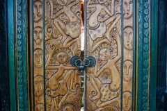Rzeźbiący drewniani drzwi balijczyka dom, Bali, Indonezja zdjęcie royalty free