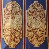 Rzeźbiący drewniani drzwi wejściowe bramy Hinduska balijczyk świątynia, Buruan, Bali, Indonezja Kwadratowy wizerunek obraz royalty free