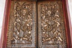 Rzeźbiący drewniany okno kształtował istota ludzka i w ramie Obrazy Royalty Free