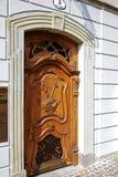Rzeźbiący drewniany wejściowy drzwi Obraz Royalty Free
