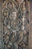 Rzeźbiący drewno który jest kształtem istota ludzka i lotos Zdjęcia Royalty Free