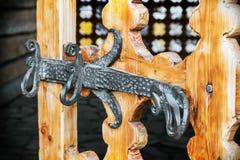 rzeźbiący drzwiowy stary drewniany Obraz Stock