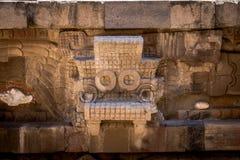 Rzeźbiący szczegóły Quetzalcoatl ostrosłup przy Teotihuacan ruinami - Meksyk, Meksyk obraz stock
