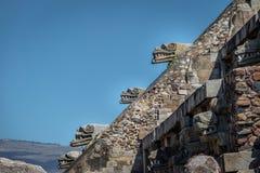 Rzeźbiący szczegóły Quetzalcoatl ostrosłup przy Teotihuacan ruinami - Meksyk, Meksyk zdjęcie stock