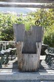Rzeźbiący tronowy krzesło robić stały drewno obrazy stock